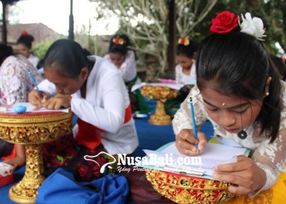 Nusabali.com - meriahkan-hut-ri-payangan-gelar-lomba-aksara-bali
