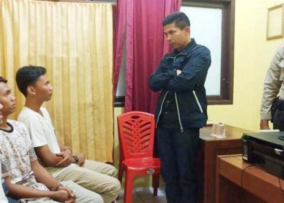 Nusabali.com - diduga-kencingi-merah-putih-4-orang-ditangkap
