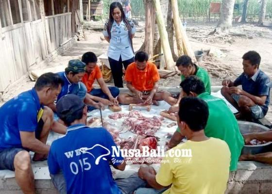 Nusabali.com - hari-raya-idul-adha-warga-binaan-rutan-negara-potong-3-ekor-kambing
