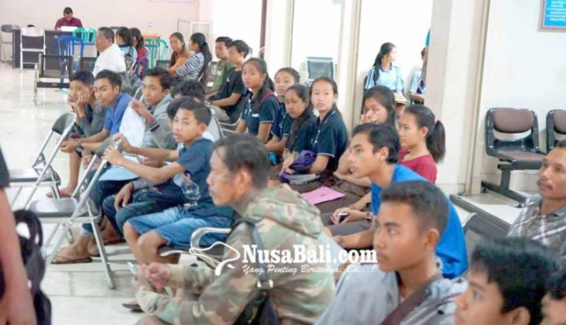 www.nusabali.com-blangko-ktp-habis-pemohon-dapat-suket