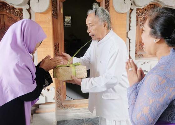 Nusabali.com - pembagian-daging-kurban-di-bali