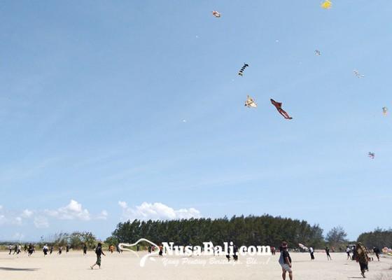 Nusabali.com - begini-keseruan-lomba-layang-layang-dhananjaya-ke-2