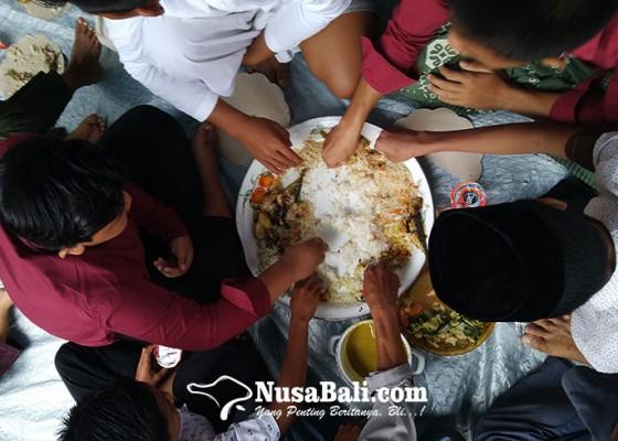Nusabali.com - tradisi-megibung-ala-kampung-muslim-buitan-karangasem