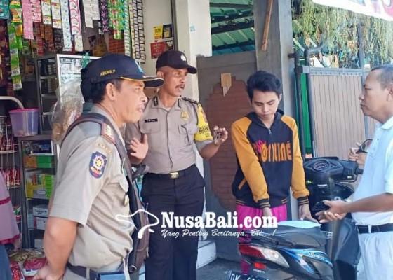 Nusabali.com - jualan-di-trotoar-satpol-pp-semprit-warung-sembako