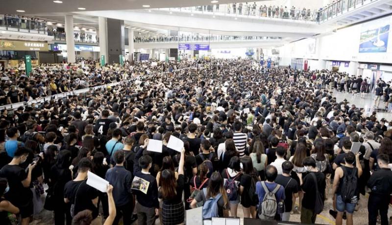 www.nusabali.com-bandara-internasional-hong-kong-lumpuh