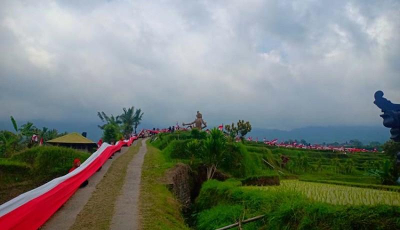 www.nusabali.com-polda-pasang-bendera-terpanjang-1945-meter-di-jatiluwih