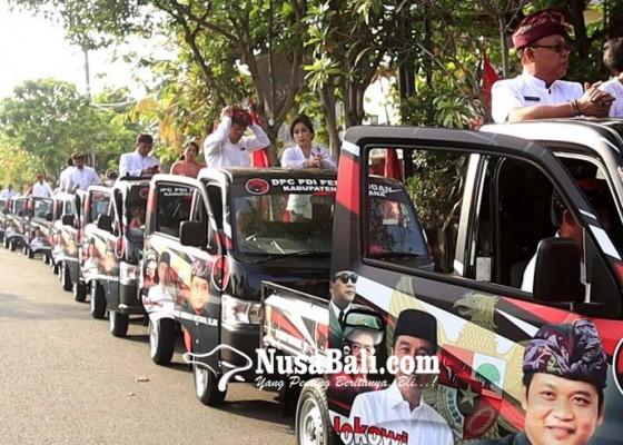 Nusabali.com - sebelum-dilantik-18-dewan-dari-pdip-konvoi-naik-pick-up