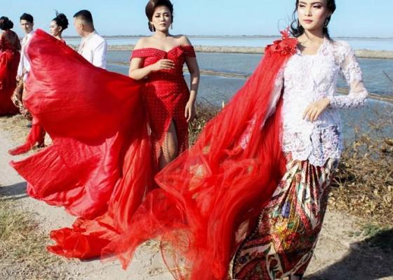 Nusabali.com - fashion-show-di-tanggul-lapindo