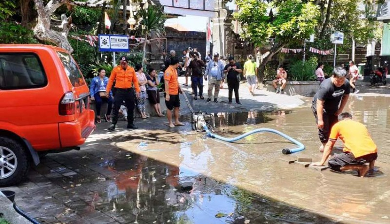 www.nusabali.com-diguyur-hujan-sdn-5-jimbaran-tergenang-air