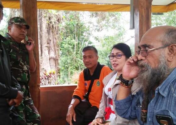 Nusabali.com - warga-ke-puncak-bawa-100-jerigen-air