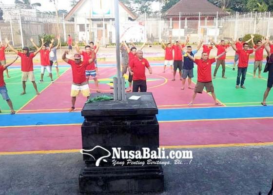 Nusabali.com - pecahkan-rekor-napi-dan-pegawai-lapas-menari-kolosal