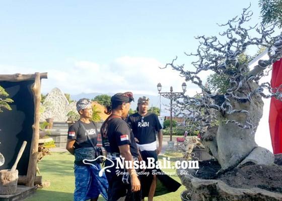 Nusabali.com - pameran-bonsai-meriahkan-hut-ri-ke-74