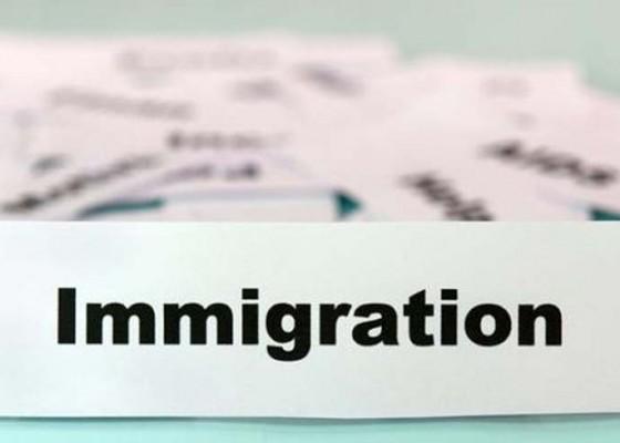Nusabali.com - imigrasi-disnaker-buka-layanan-paspor-satu-pintu