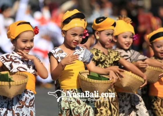 Nusabali.com - ratusan-anak-sd-dan-tk-meriahkan-lomba-karnaval