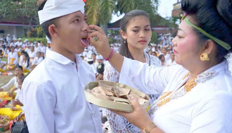 www.nusabali.com-bupati-nyurat-ongkara-di-lidah-siswa