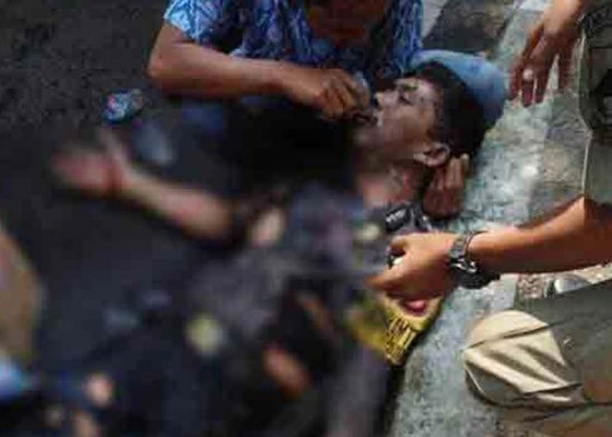 Nusabali.com - kawal-demo-3-polisi-terbakar-hidup-hidup