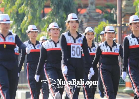 Nusabali.com - 64-regu-gerak-jalan-wanita-pukau-warga