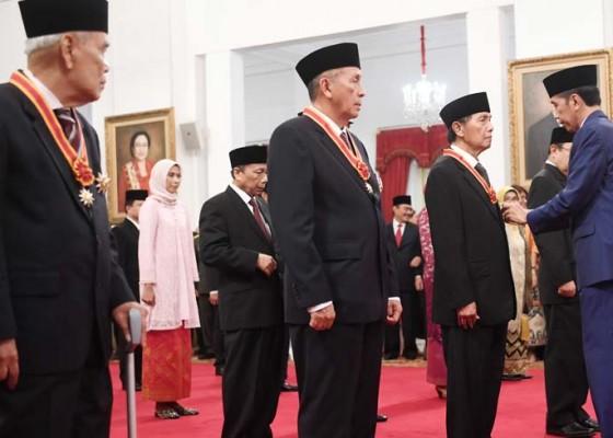 Nusabali.com - penganugerahan-tanda-gelar-kehormatan