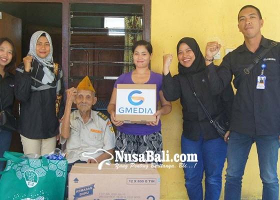 Nusabali.com - peringati-hut-ri-ke-74-gmedia-serahkan-santunan-untuk-veteran