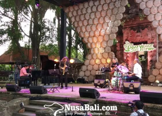 Nusabali.com - tahun-ketujuh-ubud-village-jazz-festival-11-band-ramaikan-malam-pertama