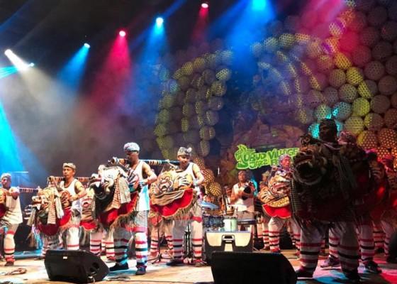 Nusabali.com - meriah-dan-sukses-pembukaan-ubud-village-jazz-festival-uvjf-2019
