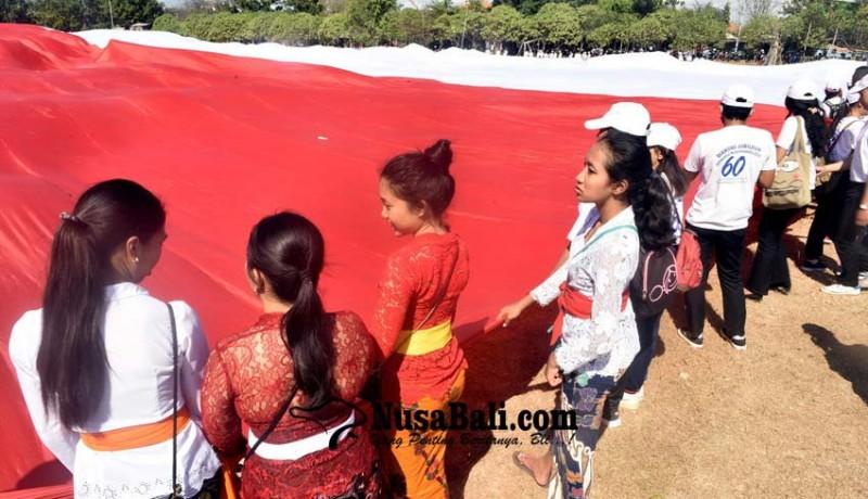 www.nusabali.com-bentangkan-merah-putih-terbesar-libatkan-ribuan-pemuda-bali
