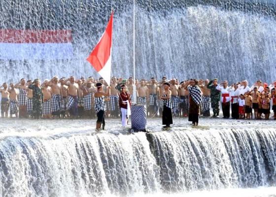 Nusabali.com - warga-di-klungkung-gelar-upacara-di-tukad-unda