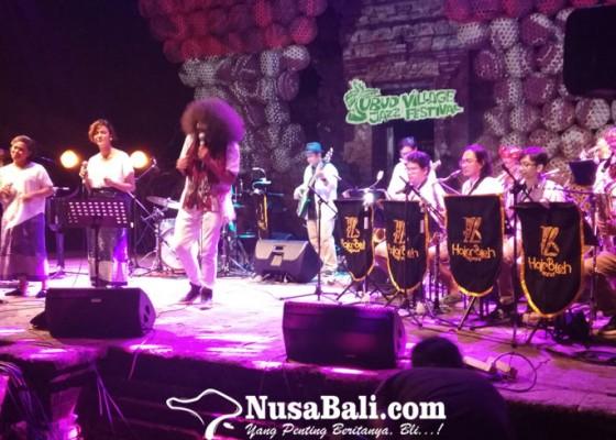 Nusabali.com - persembahan-lagu-lagu-nusantara-di-penutupan-ubud-village-jazz-festival-2019