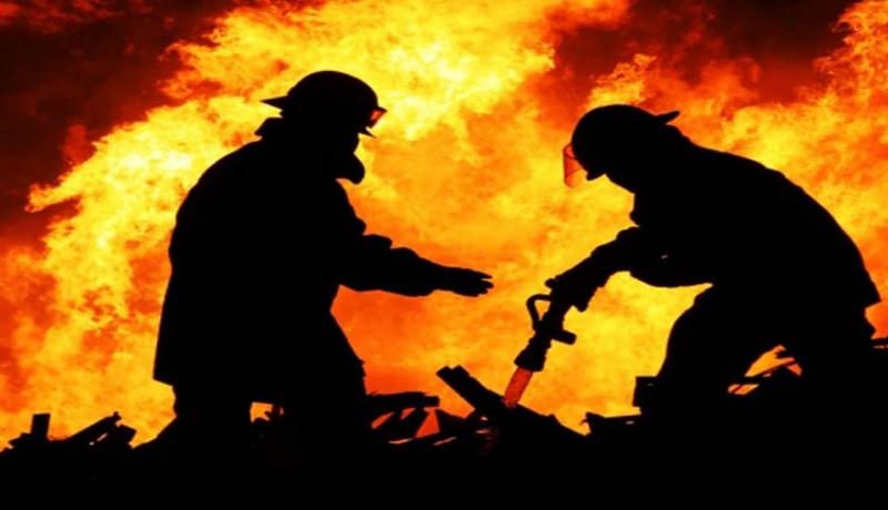 www.nusabali.com-gudang-terbakar-kerugian-rp-1-miliar