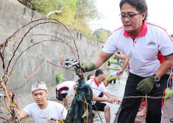 Nusabali.com - bupati-giri-prasta-pimpin-gerakan-serentak-badung-bersih-2019