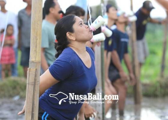 Nusabali.com - karang-taruna-gelar-aneka-lomba-unik-di-bukit-sangmong