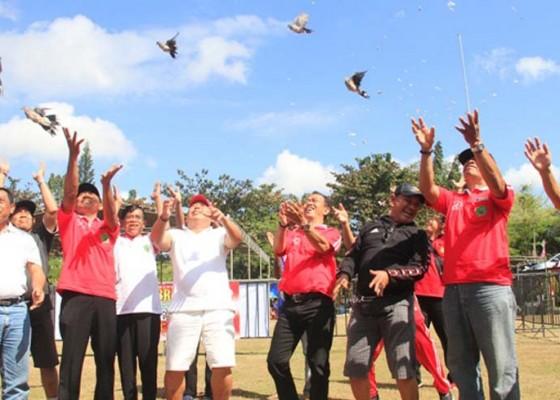 Nusabali.com - ratusan-peserta-ramaikan-lomba-burung-berkicau-bupati-jembrana-cup