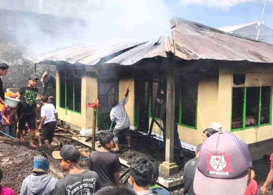 Nusabali.com - ditinggal-kerja-rumah-terbakar