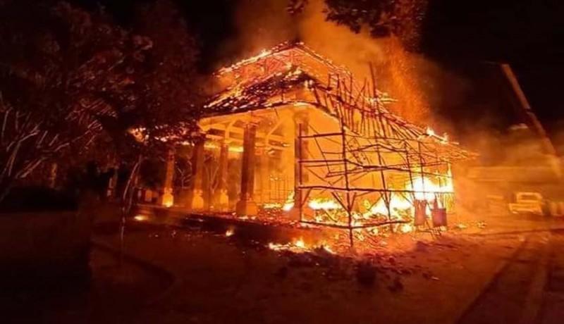 www.nusabali.com-wantilan-pura-penataran-ped-terbakar