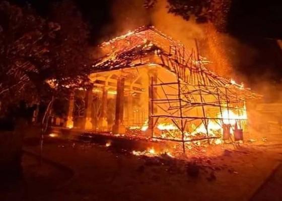 Nusabali.com - wantilan-pura-penataran-ped-terbakar