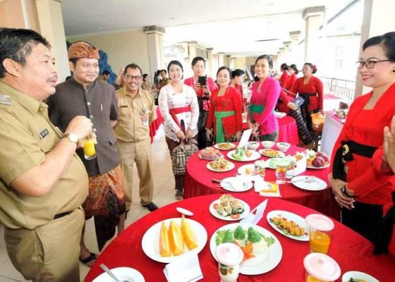 Nusabali.com - duta-kecamatan-pekutatan-raih-juara-i-lomba-cipta-menu-b2sa