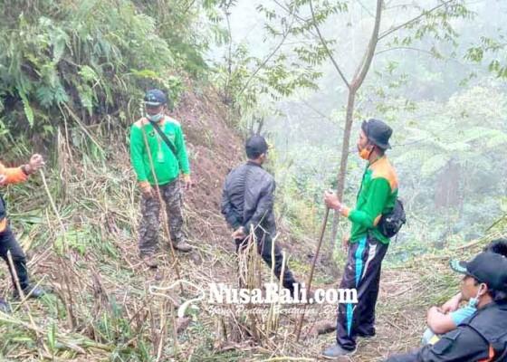 Nusabali.com - pencarian-orang-hilang-petugas-hanya-temukan-handuk-dan-sandal
