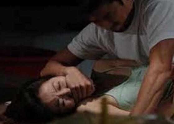 Nusabali.com - abg-dicangkul-lalu-diperkosa-saat-sekarat