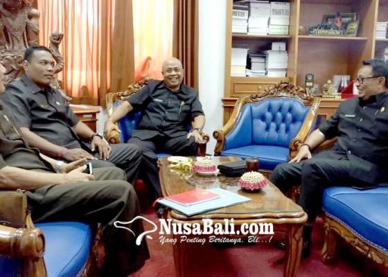 Nusabali.com - fraksi-demokrat-dprd-gianyar-pakai-pimpinan-sementara
