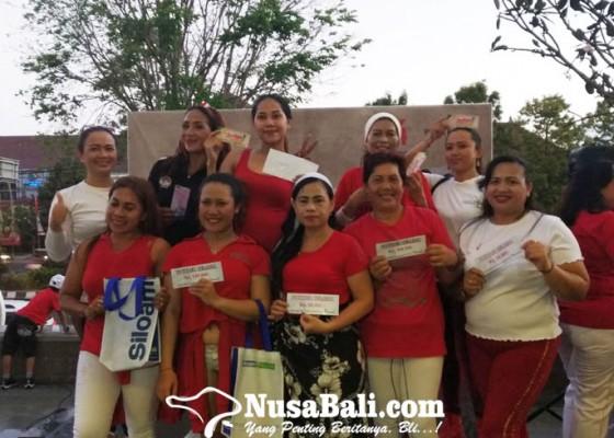Nusabali.com - zumba-di-hari-kemerdekaan-melodi-merah-putih-plaza-renon