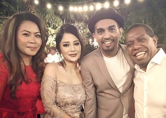 Nusabali.com - glenn-dan-mutia-ayu-gelar-pernikahan-tertutup