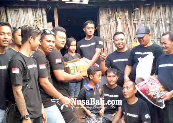 Nusabali.com - tiga-warga-desa-nawakerti-dapat-bantuan-sembako