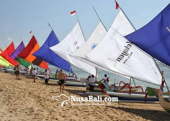 Nusabali.com - 25-jukung-tradisional-berlomba-di-pantai-segara-ayu-sanur