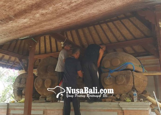 Nusabali.com - empat-sarkofagus-di-desa-pangkung-paruk-dikonservasi