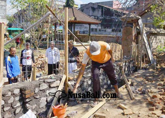 Nusabali.com - banyak-keropos-pura-budhaireng-dipugar