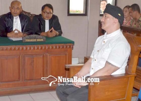 Nusabali.com - sidang-perdana-ismaya-dijerat-tiga-pasal
