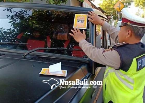 Nusabali.com - bandel-mobil-parkir-di-trotoar-bakal-ditilang