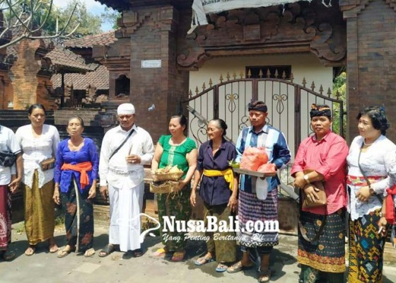 Nusabali.com - segel-dibuka-artani-sekeluarga-kembali-tempati-rumahnya