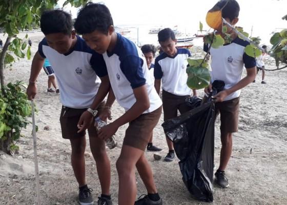 Nusabali.com - ratusan-pelajar-bersih-bersih-pantai-sanur