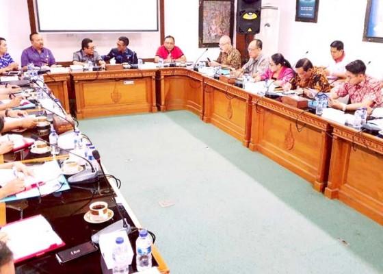 Nusabali.com - komisi-iii-kunjungi-pdam-tirta-mangutama
